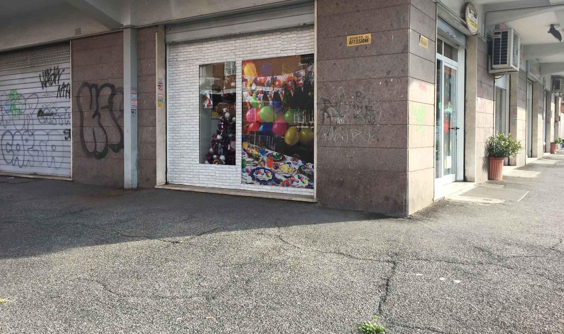 Locale commerciale in affitto a ciampino petrucci for Affitto locale c1